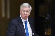 Bộ trưởng Quốc phòng Anh thừa nhận lỡ miệng về người nhập cư