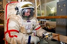 Nga thử nghiệm bộ áo giáp vũ trụ mới có thể sử dụng trên Mặt Trăng