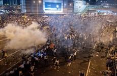 Hong Kong: Đụng độ khiến 1 người nghi là cảnh sát chìm bị thương