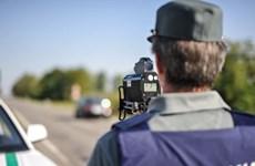 """Italy: Cảnh sát giao thông bị trộm """"nẫng"""" mất máy bắn tốc độ"""
