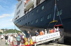 Khánh Hòa đón hai tàu du lịch biển quốc tế đầu tiên trong năm 2015