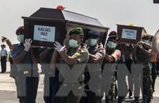 Các thợ lặn tìm thấy thêm 5 thi thể hành khách của QZ8501