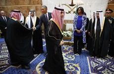 Bà Obama bị chỉ trích vì không đeo khăn khi thăm Saudi Arabia