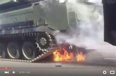 Xe chở tên lửa BUK bốc cháy trong lễ duyệt binh