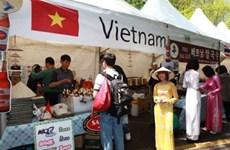 Đại sứ quán Việt Nam tham gia Hội chợ từ thiện tại Bình Nhưỡng