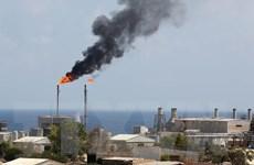 Giá dầu châu Á đi xuống do dự trữ dầu thô của Mỹ tăng