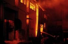 Pakistan: Cháy tại nhà máy sản xuất lốp ôtô, nhiều công nhân mắc kẹt