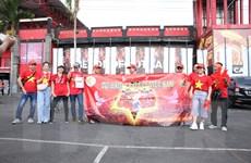 Nhiều cổ động viên đến sớm, tiếp sức cho đội tuyển Việt Nam