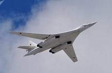 Nga điều 2 máy bay ném bom chiến lược Tu-160 tới Nam Phi