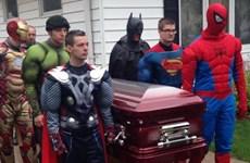 Đám tang đẫm nước mắt của cậu bé hâm mộ siêu anh hùng