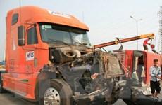 Xe tải vượt đèn đỏ gây tai nạn liên hoàn, 4 người thương vong