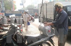 Giá gas giảm 12.000 đồng cho mỗi bình 12kg tại TP.HCM