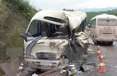 Hà Tĩnh: Xe khách đấu đầu trực diện, hai lái xe bị thương