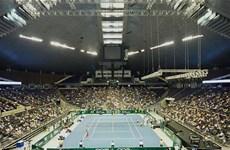 Sân vận động trong nhà Singapore bị dột ngay giữa trận đấu