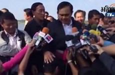 Video Thủ tướng Thái Lan xoa đầu phóng viên gây bão mạng