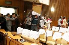 Nepal: Các nghị sỹ đối lập ném ghế vào Chủ tịch Quốc hội