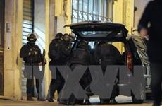 Bốn đối tượng liên quan đến các vụ khủng bố ở Paris ra tòa