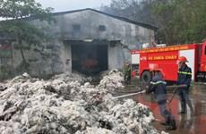 Dập tắt vụ cháy xưởng bông ở Bình Dương sau 20 tiếng đồng hồ