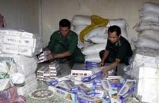 Tạm giữ gần 12.000 bao thuốc lá và 1 tấn đường cát nhập lậu