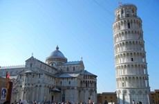 Italy lắp đặt máy dò kim loại dưới chân của tháp nghiêng Pisa