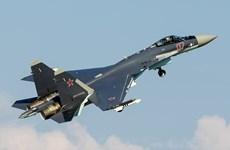 Máy bay chiến đấu Su-35S của Nga diễn tập trên biển Okhotsk