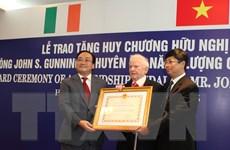 Trao Huân chương Hữu nghị tặng chuyên gia năng lượng Ireland