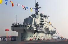 Đoàn sỹ quan Mỹ thăm tàu sân bay Liêu Ninh của Trung Quốc