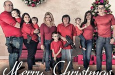 Sốc: Gia đình thành viên đảng Cộng hòa đón Giáng sinh với súng