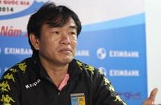 Ông Phan Thanh Hùng than thở về mặt sân Quảng Ninh