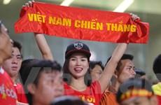 Vì U19 Việt Nam, 'fan' Việt cười rạng rỡ khi đến, câm lặng khi về