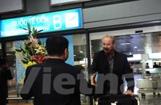 Khoảnh khắc HLV Alfred Riedl ra mắt bóng đá Việt Nam năm 1998