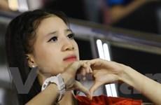 [Photo] Fan nữ xinh đẹp ngây ngất với lối chơi của U21 Việt Nam