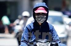 [Photo] Muôn cách chống nóng giữa trưa Hà Nội 41 độ C