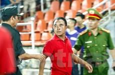 [Photo] Khán giả ở Hải Phòng chửi bới, dọa đánh trọng tài