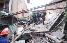 Đống đổ nát của ngôi nhà 4 tầng, chôn 5 người tại Cửa Bắc