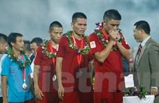 [Photo] Trương Việt Hoàng ngấn lệ, cầu thủ Hải Phòng khóc như mưa
