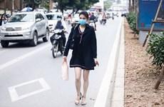 Ôtô, xe máy, thiếu nữ tranh đường buýt nhanh BRT