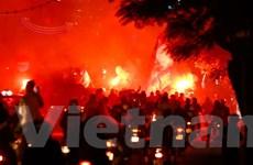 Sân Lạch Tray vắng lặng, CĐV Hải Phòng đốt pháo sáng trên đường phố