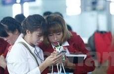 """Tuyển thủ Việt hồn nhiên """"hút"""" sữa trước giờ bay dự SEA Games"""