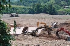 Dùng mìn phá sập hầm để ngăn chặn đào vàng trái phép