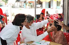 Bác sỹ Việt Nam khám chữa bệnh miễn phí ở Campuchia