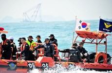 Dùng thiết bị điều khiển từ xa tìm nạn nhân vụ chìm phà