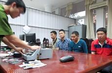 Bắt nhóm tội phạm Trung Quốc làm giả thẻ tín dụng ngân hàng