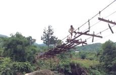 Hoàn thành gia cố cầu treo tạm Chu Va 6 để dân qua lại