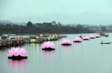 Thắp sáng 7 đóa sen khổng lồ trên dòng sông Hương