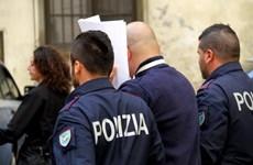 """Cảnh sát Italy tịch thu 120.000 món hàng hiệu """"nhái"""" tại Napoli"""