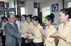 Chủ tịch Quốc hội gặp gỡ doanh nghiệp Việt sang đầu tư tại Lào