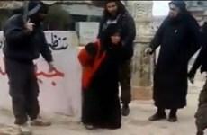 Một phụ nữ Hồi giáo bị al-Qaeda xử bắn công khai vì ngoại tình