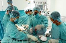 Cứu sống bệnh nhân bị dao đâm thủng tim, tràn dịch màng phổi