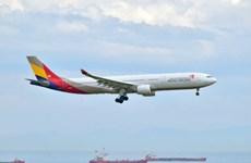 Thêm một khách Trung Quốc mở cửa khi máy bay đang di chuyển